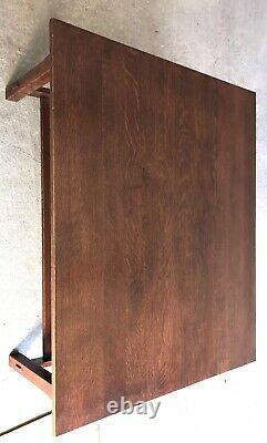 Beautiful Oak Stickley Mission Coffee / Cocktail Table withSpindles Model 89-767