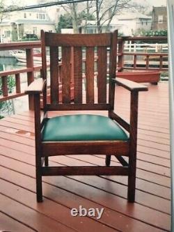 Vintage wingside mission oak chair, medium brown, good condition